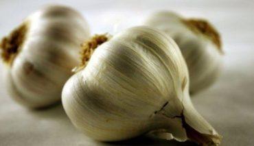 Usar ajo para la evitar la caída del cabello