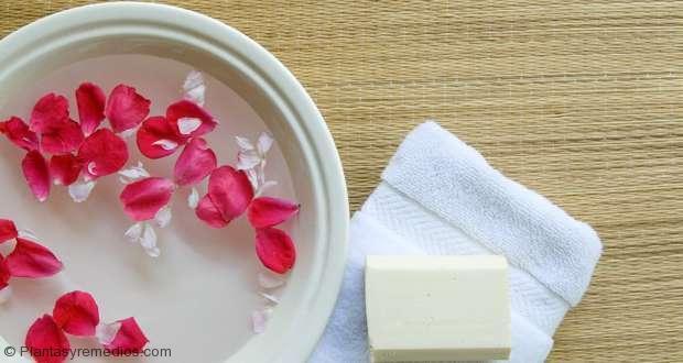 5 increíbles mascarillas de agua de rosas