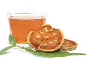 Comer fruta bael (Aegle marmelos) para la salud intestinal , estreñimiento , diarrea