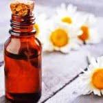 4 maneras de usar aceite de manzanilla para la belleza