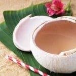 Agua de coco para las manchas y cicatrices del acné