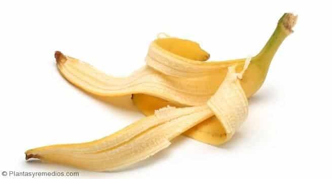 Cáscaras de plátano para deshacerse de las verrugas comunes y plantares