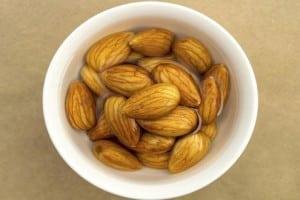 beneficios y datos curiosos de comer almendras remojadas