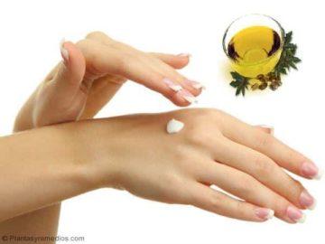 Usar aceite de ricino , remedio para la carnosidad en los ojos