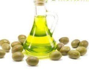 usar Aceite de oliva en el cabello para eliminar los piojos