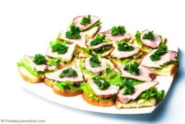 ensaladas y sándwiches con perejil para tratar la anemia