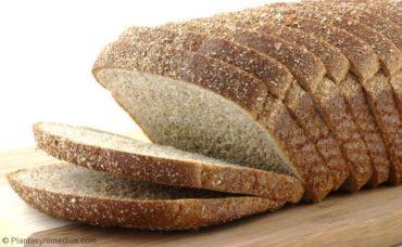 Comer pan de grano entero para curar la anemia