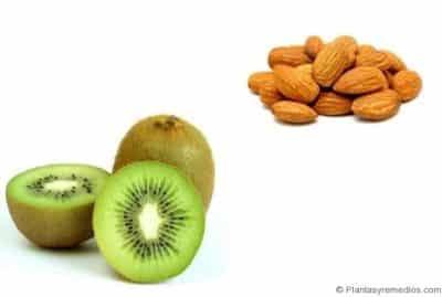 almendras y kiwi
